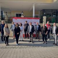 Die SPD-Stadtratsfraktion mit dem Oberbürgermeister Dr. Christian Scharpf und der SPD-Vorsitzenden Karoline Schwärzli-Bühler. Nicht auf dem Bild Stadtrat Dr. Anton Böhm (Er war noch im Impfeinsatz)