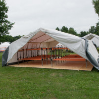https://upload.wikimedia.org/wikipedia/commons/9/96/Erstaufnahmelager_Jenfelder_Moorpark_3.jpg